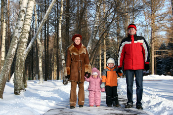 WINTER FAMILY © Pavel Losevsky | Dreamstime.com